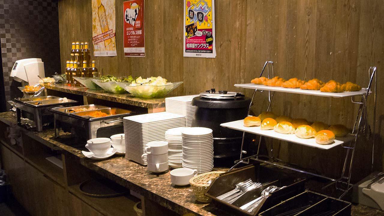 self serve food bar at aisekiya