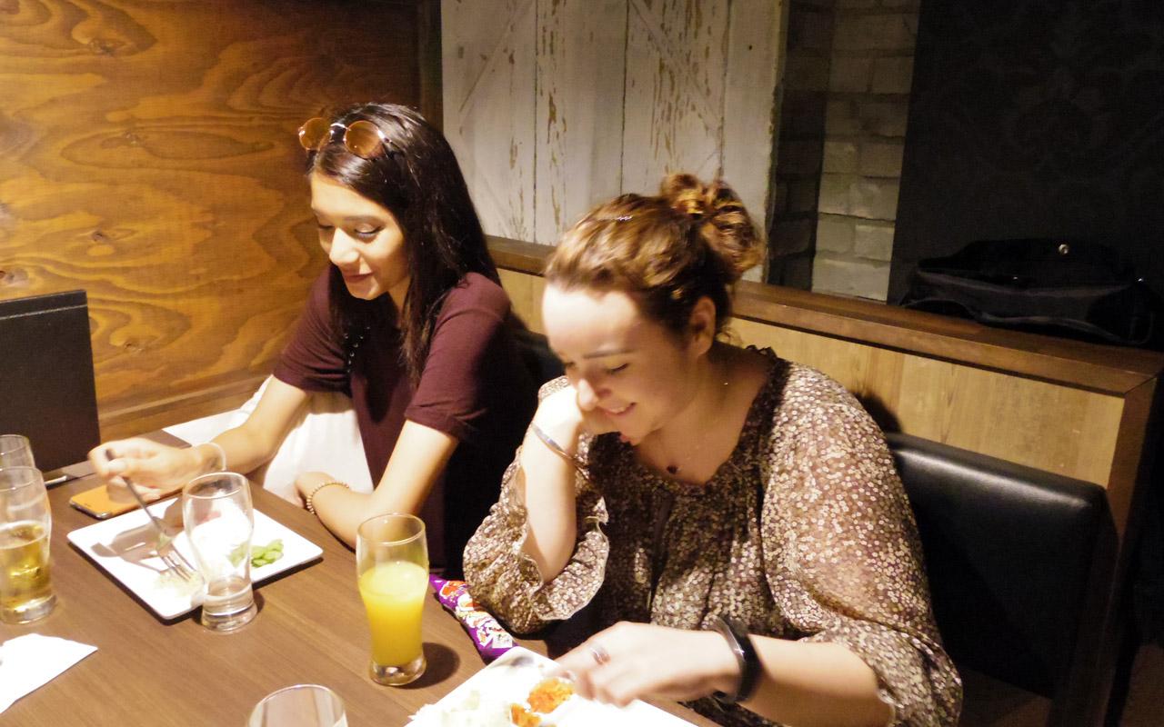 two women speaking japanese at aisekiya