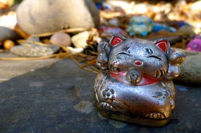 small maneki neko trinket
