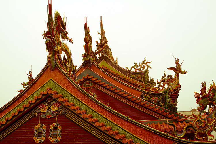beautiful taiwan red dragon building roof
