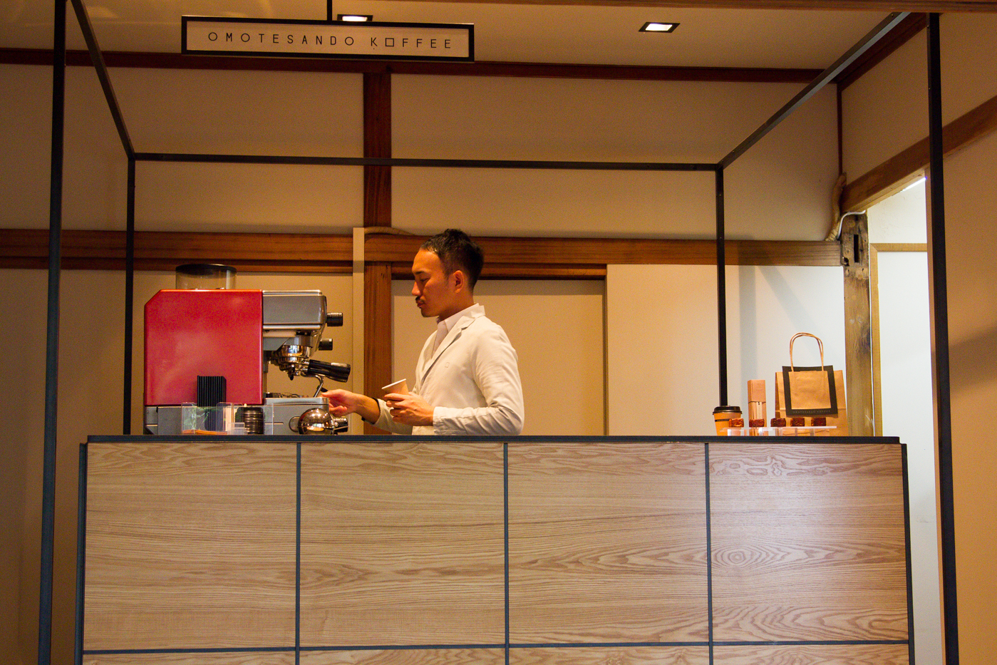 omotesa koffee counter side view of japanese barista