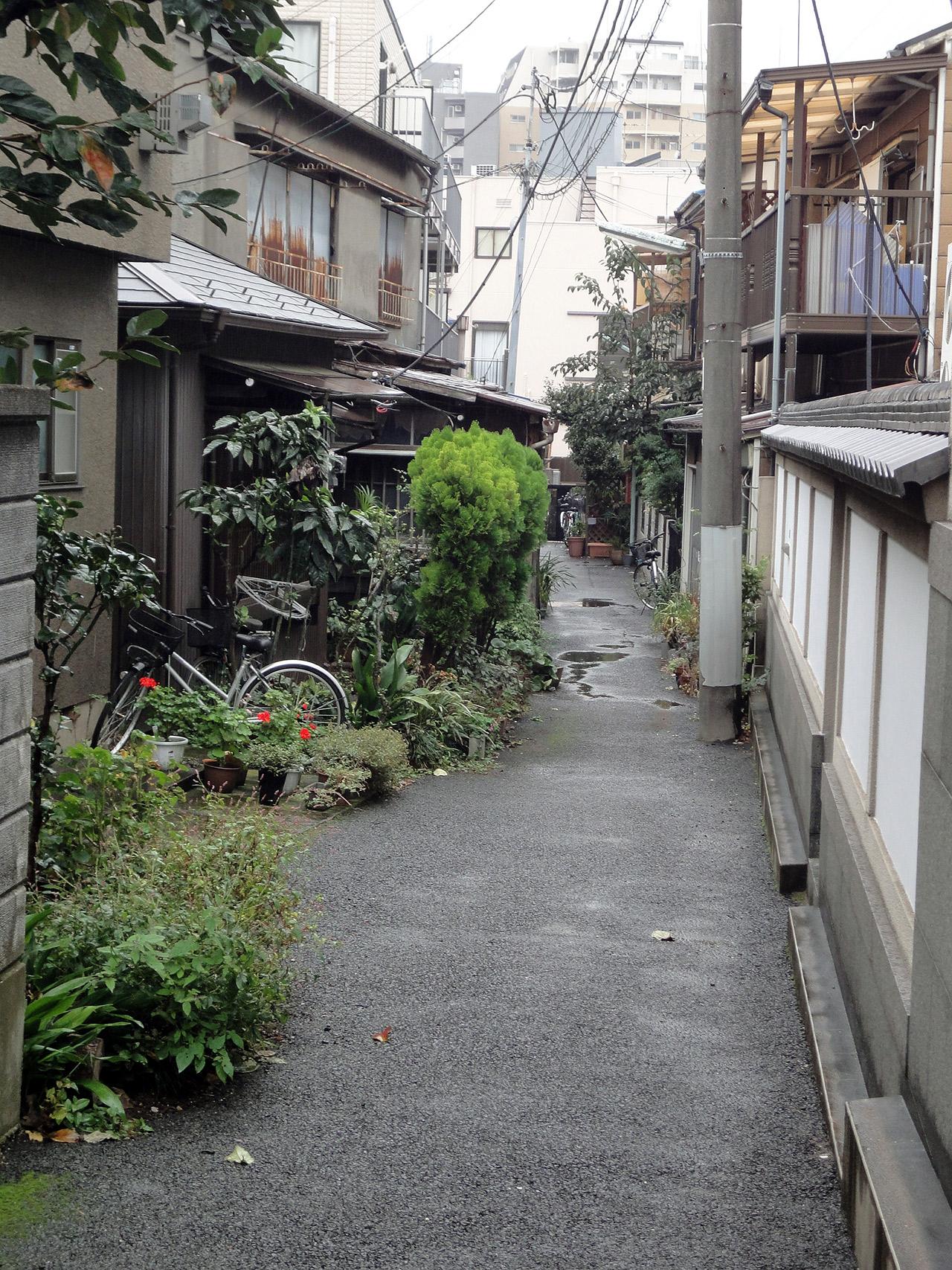 back alley in yanaka tokyo
