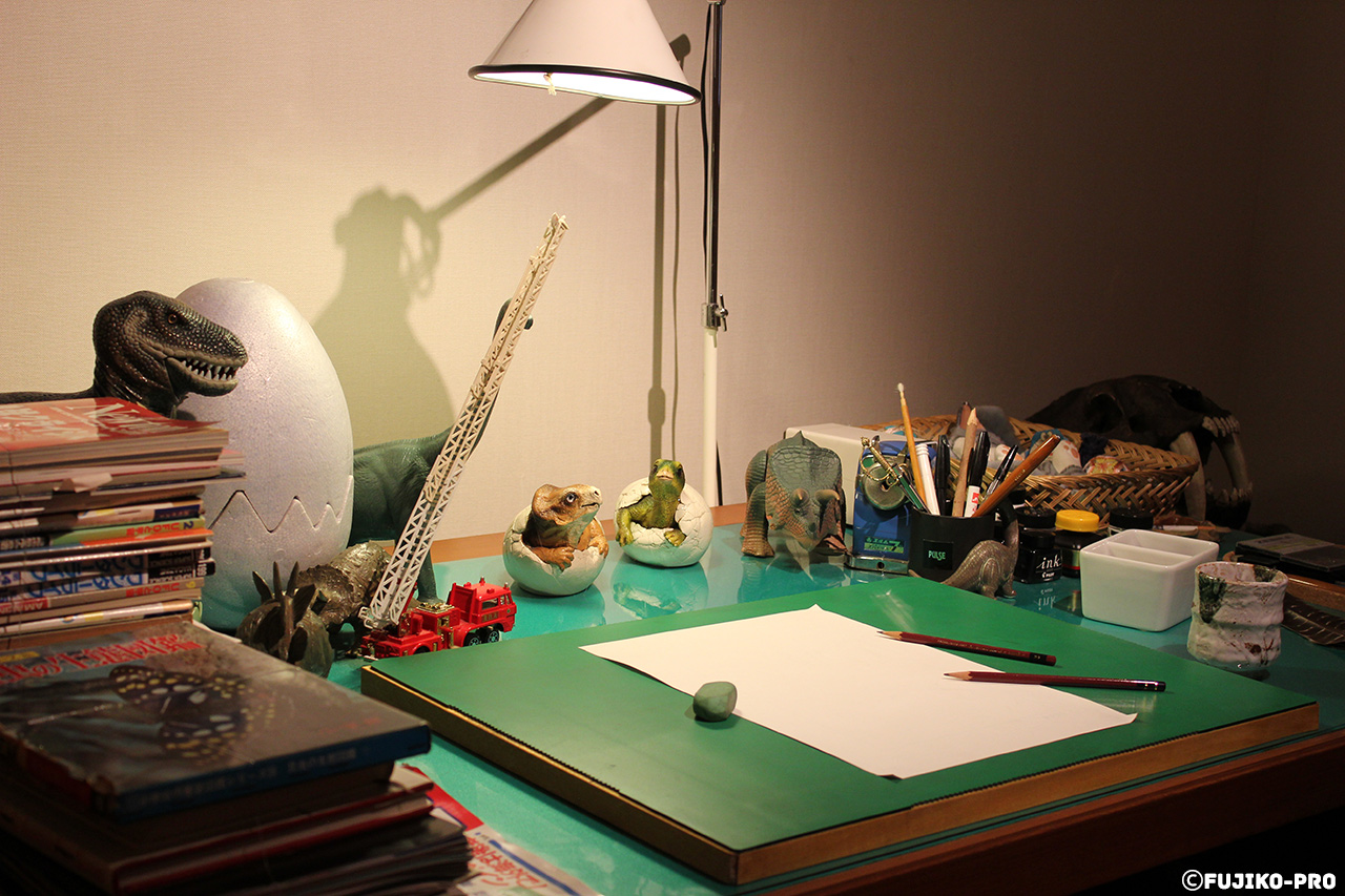 artists desk with figurines on it