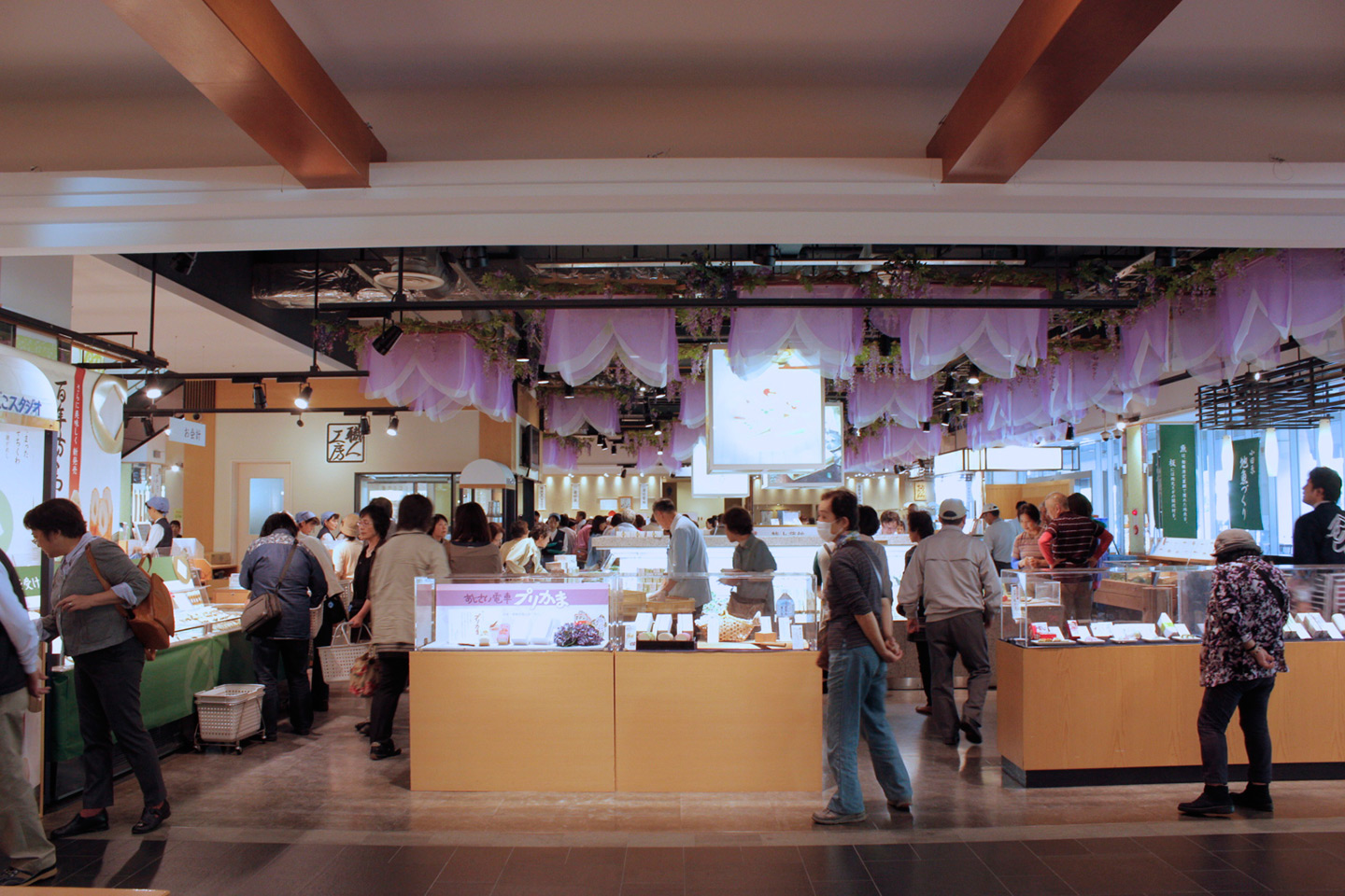 people browsing the displays at the kamaboko museum