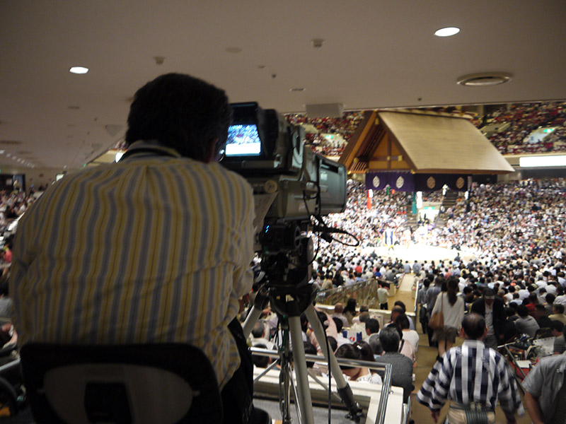 cameraman at sumo arena