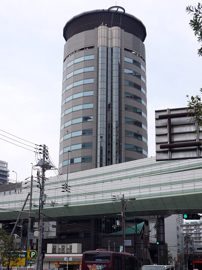 The cylindrical building the Hanshin Highway passes through
