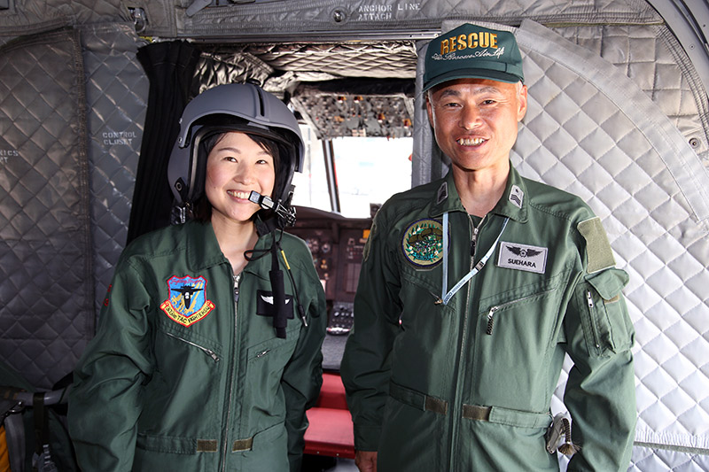 Mami in costume with a JASDF pilot