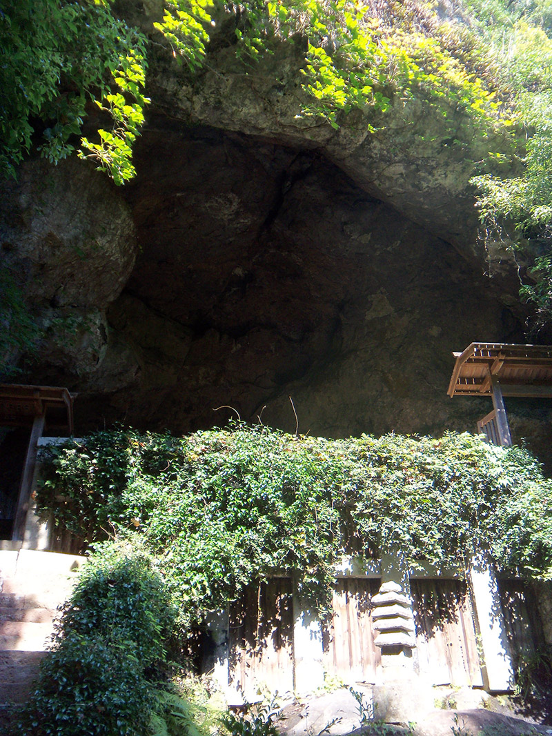 reigando cave entrance