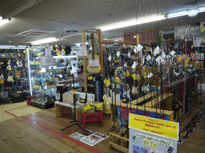 used guitars and fishing rods recycle shop