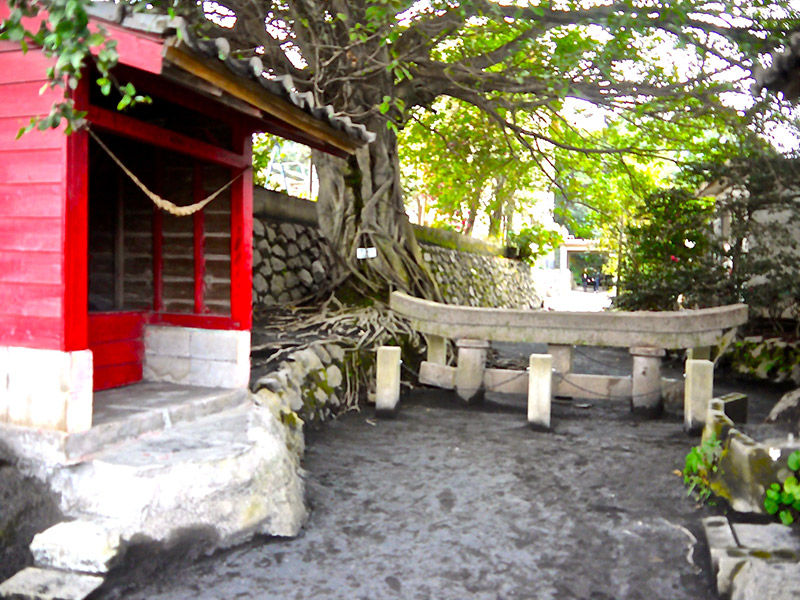 Buried shrine at Sakurajima