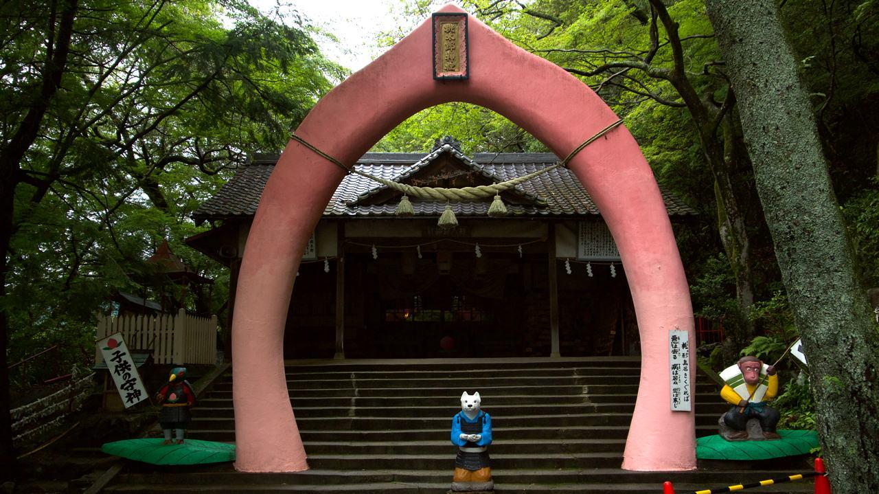 torii gate shaped like peach in inuyama