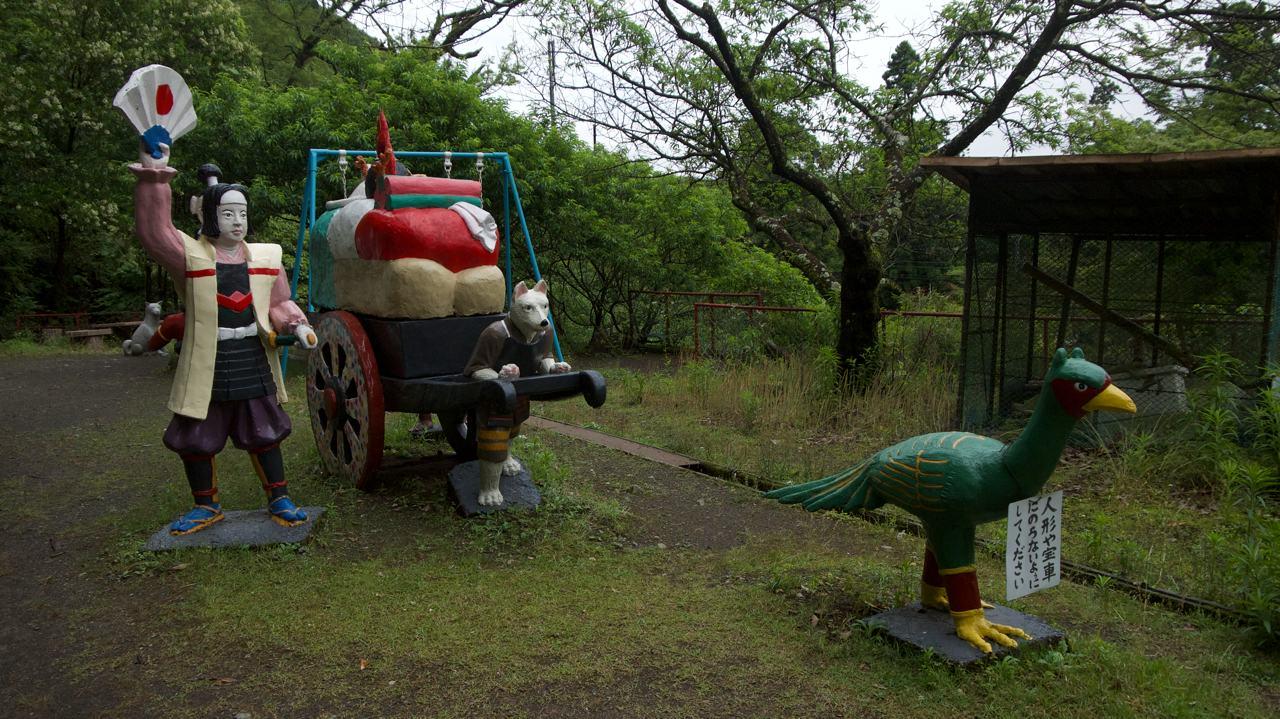 momotaro carrying treasure on a cart