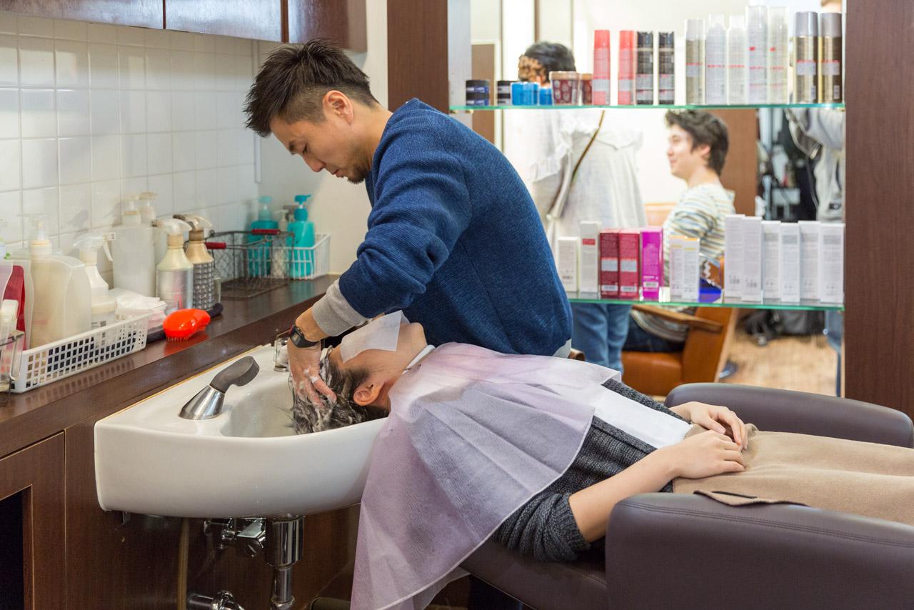 shampooing at tokyo hair salon