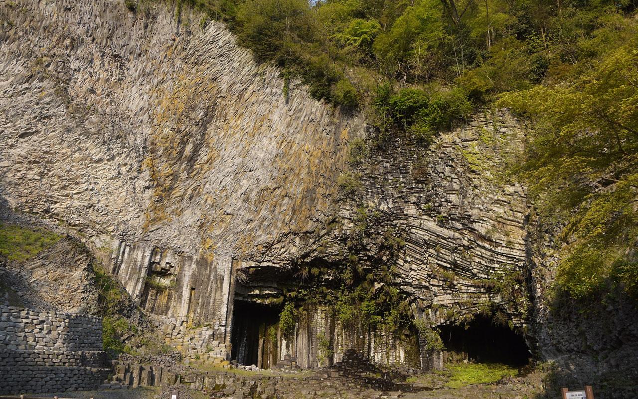 genbudo basalt cave in hyogo