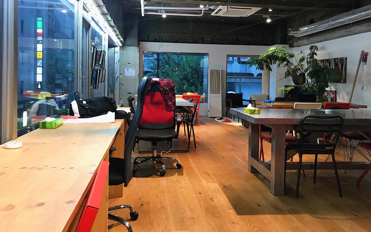 rental desks in tokyo shared office space