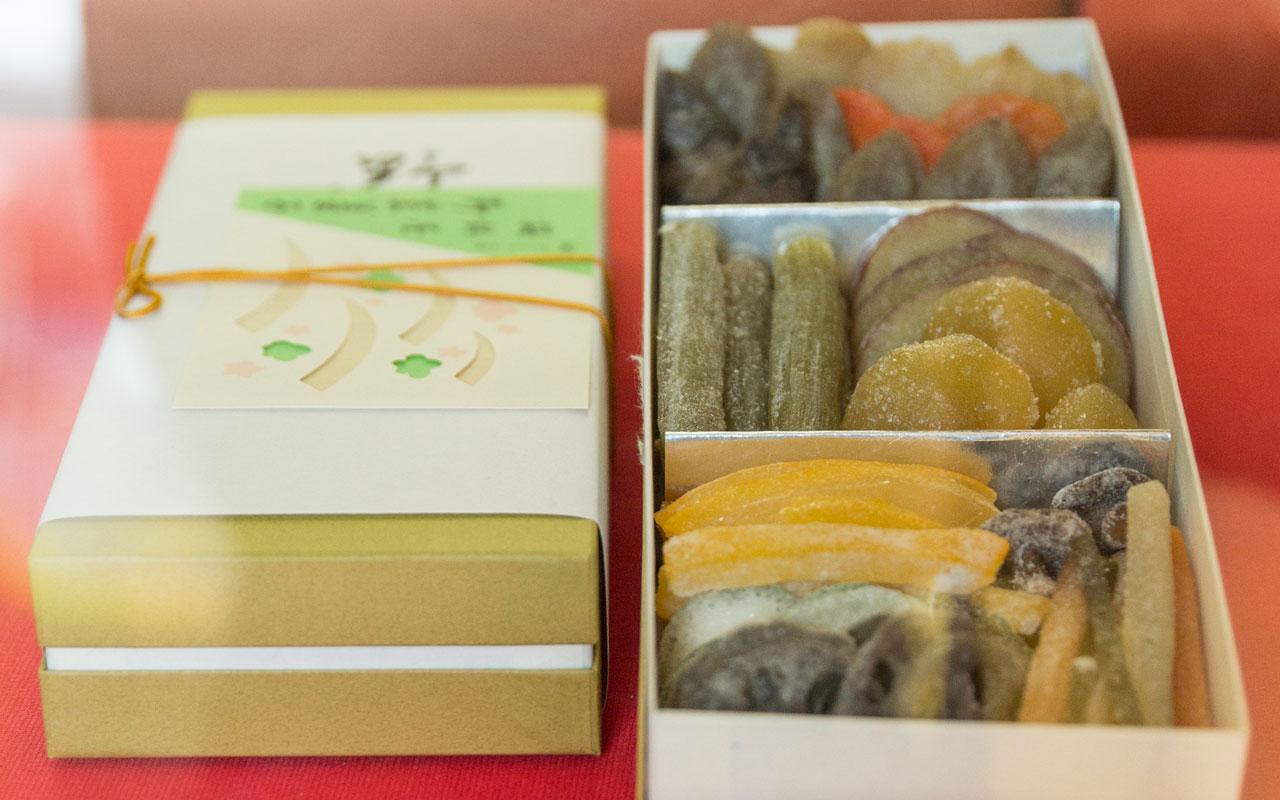 omiyage box of umebachiya candied vegetables
