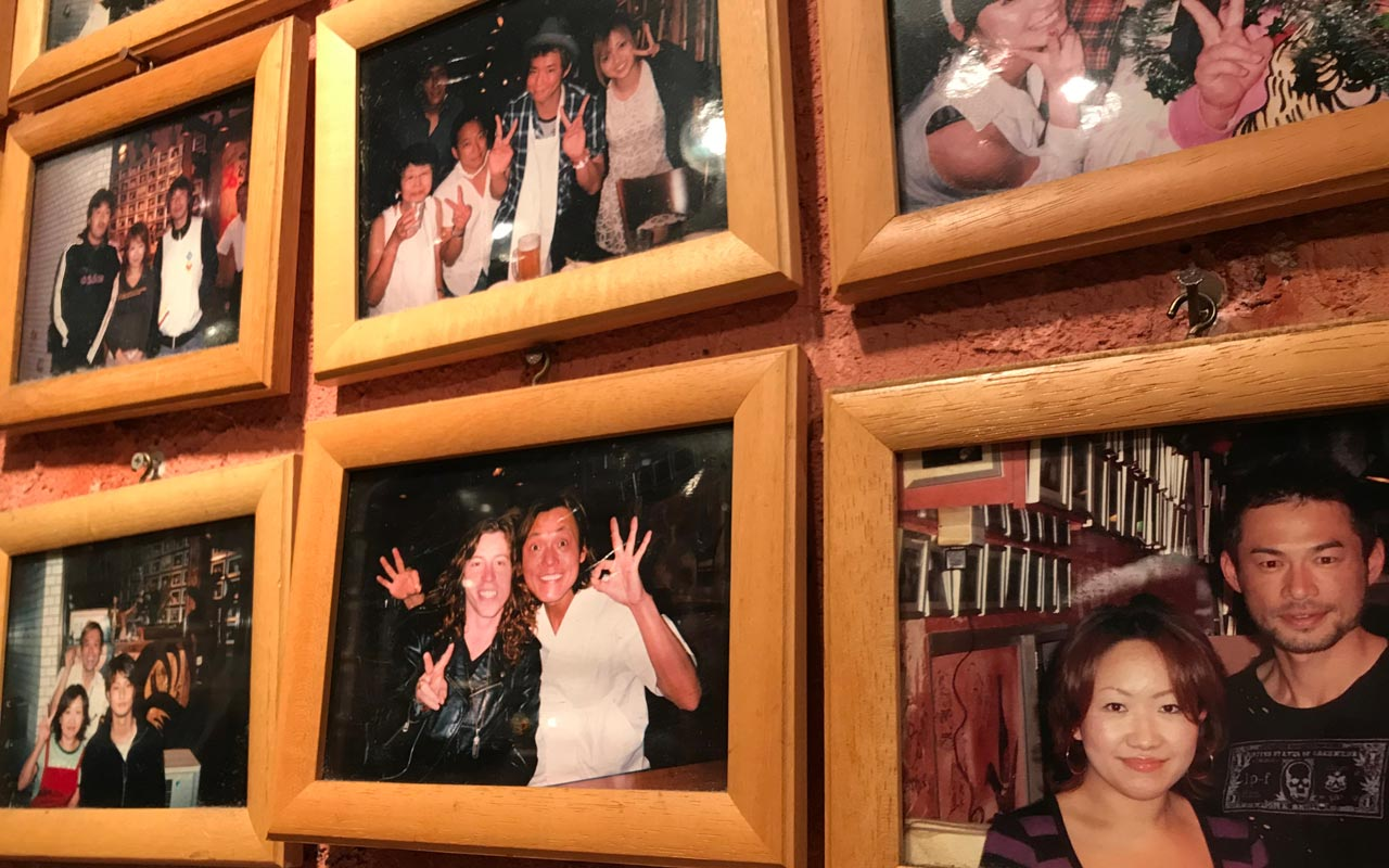 framed photos of ichiro suzuki and shaun white at yakiniku meimon