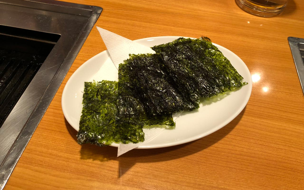 plate of korean seaweed served at yakiniku meimon