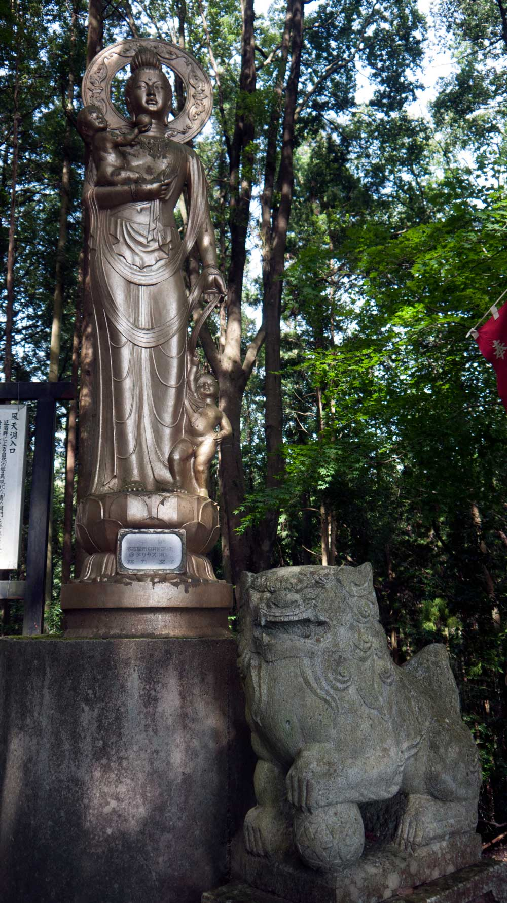 kannon statue with komainu