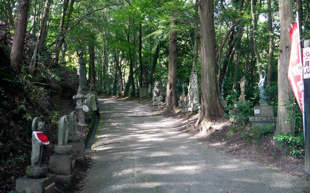iwatoyama kanzeonji temple path